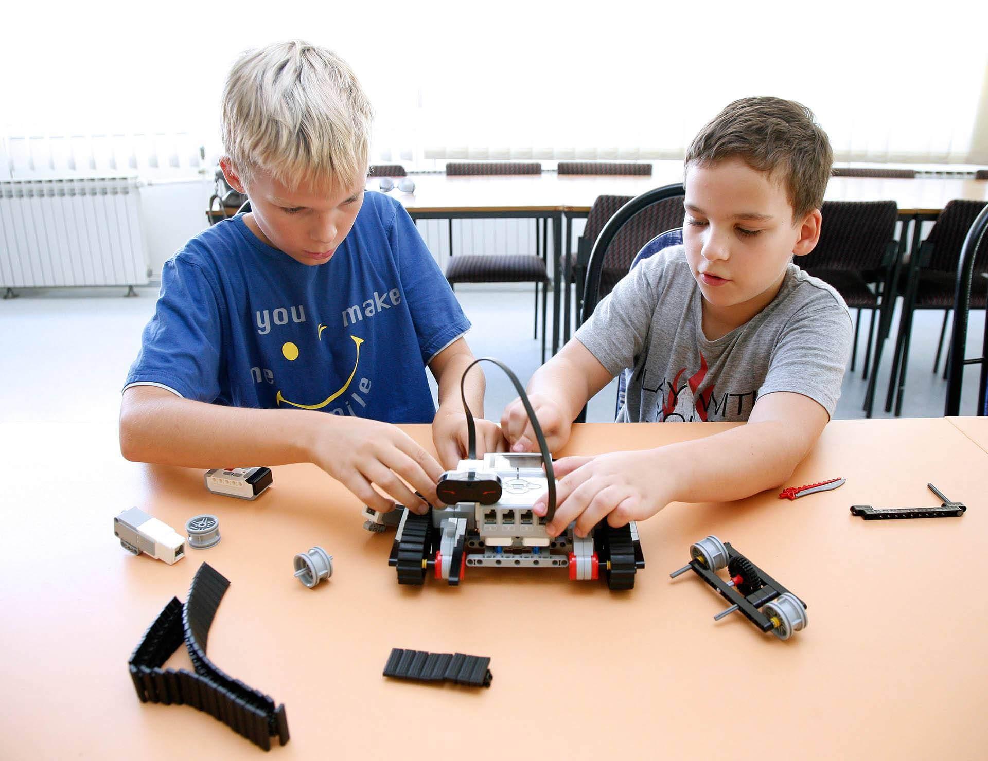 roboti-0008-robotika-djeca10-1709151920x1480-113